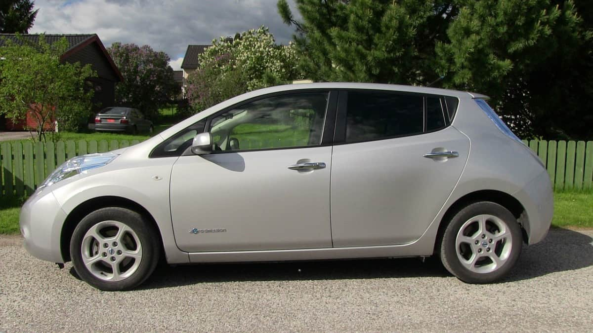 How long to charge a Nissan leaf EV?